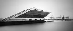 Hamburg Dockland (Henn Ing) Tags: bw panorama white black water canon eos see wasser long hamburg filter 7d nd hafen belichtung schwarz elbe weis langzeit landungsbrcke elbbrcke graufilter