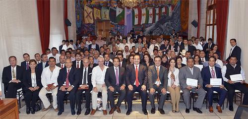 El gobernador Javier Duarte de Ochoa, encabezó la entrega de donación de PEMEX al Gobierno del Estado de Veracruz y municipios
