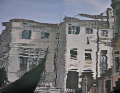 gondola a Venezia (Arg) Tags: venice water reflex gondola acqua venezia riflessi