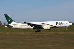 IMG_0536 1200 (Tristar images) Tags: pakistan international boeing pia airliner b777200 apbmh