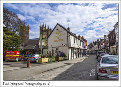 Bailgate, Lincoln (Paul Simpson Photography) Tags: people sunshine retail shopping spring pub bluesky historic lincolnshire lincoln citycentre sunnyday publichouse photosof imageof bailgate photoof imagesof sonya77 paulsimpsonphotography thelionandsnake april2016