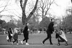 Promenade en famille [in Explore 2016-04-30] (LACPIXEL) Tags: park family famille parque people blackandwhite blancoynegro familia children parents nikon flickr gente noiretblanc unitedkingdom padres enfants nikkor fx parc personnes cheltenham gens vie ninos d4s nikonfrance scnedelavie lacpixel