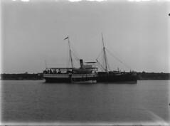 Malskär, Sextant; merenmittausalus matalan kalliosaaren rannassa (KansallisarkistoKA) Tags: sextant merenmittausalus malskär