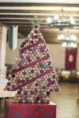 rbol de corchos (alvaro92h) Tags: 35mm arbol navidad nikon comida restaurante vine estrella corcho vino beber apertura profundidad d3100