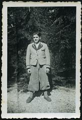 Archiv C863 Landstilmode, 1930er (Hans-Michael Tappen) Tags: man fashion 1930s outfit knickers outdoor mann mode knickerbocker hausschuhe strmpfe 1930er fotorahmen cordhose filzpantoffel landstil archivhansmichaeltappen