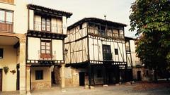 Casas tpicas de Covarrubias. (lumog37) Tags: architecture arquitectura entramadosdemadera colombages halftimberedhouse casasingular