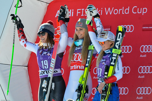 Podium : 2nd : Larisa Yurkiw (CAN) 1st : Lindsey Vonn (USA) 3rd : Lara Gut (SWI)