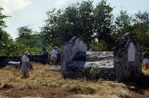 "Bahamas 1989 (525) Great Exuma: Rolle Town Cemetery • <a style=""font-size:0.8em;"" href=""http://www.flickr.com/photos/69570948@N04/25070447951/"" target=""_blank"">View on Flickr</a>"