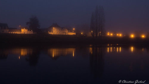The shores of the Loire river by night (Amboise)