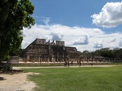 """Chichen Itza: le Temple des Guerriers et le Groupe des Milles Colonnes <a style=""""margin-left:10px; font-size:0.8em;"""" href=""""http://www.flickr.com/photos/127723101@N04/25330656133/"""" target=""""_blank"""">@flickr</a>"""