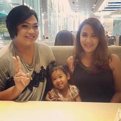 แม่เน่พบปะกับณิยินน้อยลูกสาวแม่นิกกี้😘 #th #thai #asian #friend #daughter