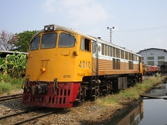 Bang Sue Depot, Thailand (Barang Shkoot) Tags: electric train thailand general diesel bangkok engine loco depot locomotive erie ge gauge cummins bkk gek srt 4010 metre bangsue rotfai