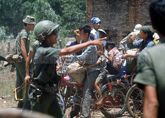Ngi t nn trn ng t Long Khnh chy v Saigon khi qun Cng sn Bc VN tin n TP ny (manhhai) Tags: soldiers suffering frightened vietnamwar displaced