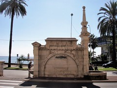 La Route Nationale 7 - Menton(06) (3D-Stretch) Tags: fountain alpes french la italian riviera italia thomas francaise border 7 cte paca route cote provence sir 06 sept fontana fontaine frontier azur maritimes menton giardini nationale dazur alpesmaritimes hanbury franaise frontire provencealpesctedazur mortola rn7 botanici