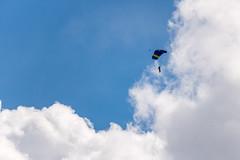 SLN_1602720 (zamon69) Tags: cloud se skne sweden parachute moln eslv fallskrm parachuter fallskrmshoppare fotosondag iskyn fs160424