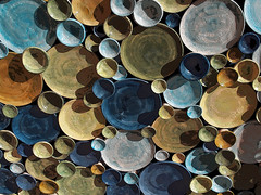 Piatti & piattini... (@oloarge) Tags: round plates plot complementarycolors coloricomplementari