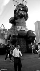 DSC_1086psaJZ (七 月) Tags: hk hongkong snapshot 香港 kowloon 九龍 街景 人像 人文 外拍 街拍 攝影 抓拍 黑白照片 kln 外影 紀實 拍攝 荔園 外攝
