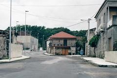 Setembro de 2002: A estrada o seu paso por Couso de Limia  (Sandis - Ourense ) logo da sa ampliacin e a eliminacin da palleira. (Xav Feix) Tags: rural galicia obras ourense concello sandis limia alimia mellora concellodesandis
