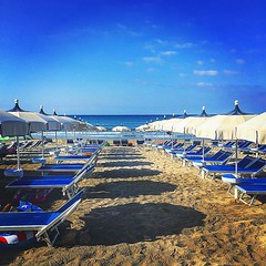 spiaggia #ombrellone #mare #cielo #sabbia #beach... (paologuerri) Tags: morning sea summer sky italy beach strand umbrella wonder relax landscape amazing sand mare estate sunday himmel cielo tuscany passion toscana morgen spiaggia maar sabbia domenica castiglionedellapescaia ombrellone buonguorno uploaded:by=flickstagram instagram:venuename=bagnomedusa instamaremma instagram:photo=103748380108942925213287578 instagram:venue=942649446