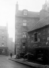 Smalls Wynd (Dundee City Archives) Tags: street old man building stone living photos dundee poor victorian cobbled housing slums 1918 conditions hawkhill hunterstreet victorianhousing victoriantenements smallswynd