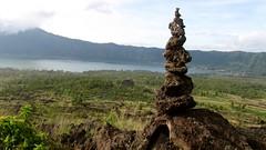 le cairn du Mont Batur  - 14 (Franois le jardinier de Marandon) Tags: bali cairn landart batur rockbalance indonsie franoisarnal