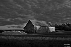 Grange (Denis Hbert) Tags: shadow summer blackandwhite bw cloud canada monochrome clouds rural blackwhite noir noiretblanc quebec country ngc nb ombre ciel qubec t nuage nuages campagne extrieur grange montrgie shadowy richelieu vgtation 2015 ombrage newtopographics aot newtopographic flickrunitedaward newtopographer denishbert anthropogeo vieilegrange