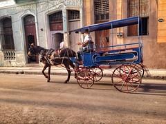 Cuba - gennaio 2016 (Aliprando) Tags: street taxi cuba holguin calesse cochedecaballo