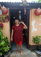house decorated for chinese new year (the foreign photographer - ) Tags: new house lady portraits thailand bangkok sony year chinese doorway bang bua decorated khlong bangkhen rx100 dscjan302016sony