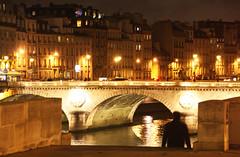 Sena (miquelopezgarcia) Tags: bridge light paris rio night canon river puente person vacances shoot pont siena holydays riu miquel lpez vianant
