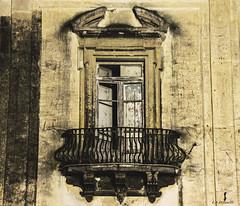 Un Vecchio Balcone (Emanuele Stifanelli) Tags: italy ancient nikon italia balcony tripod napoli naples 105 nikkor 18 manfrotto 18105 nikond3200 vomero nikkor18105 stiflele ancientbalcony