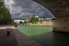 Notre Dame, Paris (greg02100) Tags: longexposure paris seine clouds cit ile notredame cathdrale nuages 30s le poselongue dramatique 10stops bwnd110