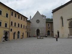 2011 04 24 Marche - Visso_0319 (Kapo Konga) Tags: italia chiesa piazza borgo marche citt collegiata visso
