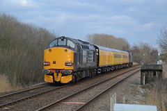 37608 Bungalow Lane, Whitlingham 03/03/16 - After missing 1Q98 through Wymondham by 2 minutes, I travelled into Norwich to catch the test train after a brief stop at Norwich Station. 37608 brings up the rear of the train as it heads for the Norfolk coast. (rhayward92) Tags: rail lane services direct bungalow whitlingham drs networkrail class37 37608 testtrain 1q98