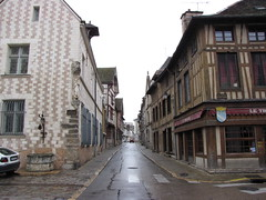 IMG_9093 (NICOB-) Tags: troyes ruelle monuments maison rue centreville aube colombages