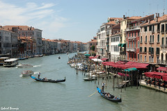 Gran Canal desde el Puente de Rialto - Venecia (Gabriel Bermejo Muoz) Tags: city bridge blue venice light sky italy rialtobridge color building luz water azul architecture puente island boat canal grande arquitectura edificios agua barca italia barco ciudad grand ponte cielo gran gondola venetian build venecia venezia fachada isla grandcanal rialto isola canalgrande gondolero aquitectura gondoliere veneziano grancanal pontedirialto veneciano mansiones puentederialto palacetes