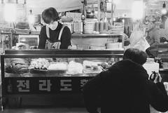 Jeolla Seafood (minwage3412) Tags: bw food film analog 35mm market delta korea seoul seafood streetfood ilford  3200iso rollei35se jeolla gwangjangmarket
