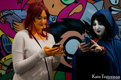 IMG_2001_WC.jpg (ktbuffy) Tags: cosplay starfire raven wondercon cosplayersontheirphones