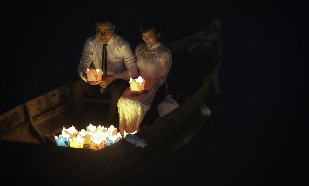 thả đèn lồng trên sông Hoài