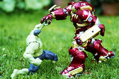 Fight (Alfred Life) Tags: toy hulk  hulkbuster