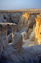 een kloof in de zoutbergen nabij de Dode Zee van bovenaf gezien, Isral 1994 (wally nelemans) Tags: canyon 1994 karst isral kloof kras flourcave saltmountains doline zoutbergen