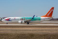 DL1L3543 (rubicon_dan) Tags: spotting 737 yul 737800 sunwing 738 cgvvh