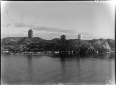 Ingolskär; loisto ja tunnusmajakka kallioluodolla mereltä n 100 m päästä kuvattuna (KansallisarkistoKA) Tags: lighthouse beacon majakka merimerkki loisto ingolskär unnusmajakka