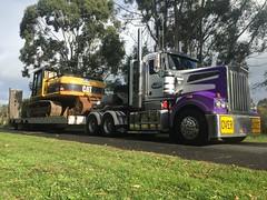 (brickexpress108) Tags: quad c15 a1 lusty oversize excavator kenworth klos heavyhaulage t904 330c hotroddin catcaterpillar a1asphalting