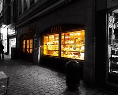 La Boulangerie (Orzaez212) Tags: street urban luz night paul noche calle europa downtown belgique centro ciudad olympus caminos bruselas paths vidriera comercio panaderia blgica peatonal europeonflickr flickrtravelaward