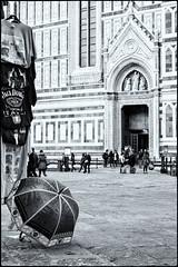 Il cupolone (Andrea Bosio Photographer) Tags: street bw italy umbrella florence blackwhite italia bn cupola dome firenze duomo biancoenero ombrello brunelleschi cupolone andreabosio