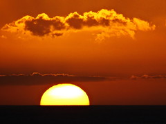 Closing out another beautiful day ... (peggyhr) Tags: sunset orange sun white yellow clouds hawaii thegalaxy 50faves peggyhr heartawards thegalaxyhalloffame thelooklevel1red thelooklevel2yellow thelooklevel3orange level1peaceawards dsc01484ab