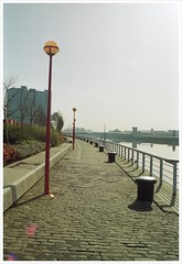 Clyde walkway 1992 (Pgcc) Tags: glasgow riverclyde scotland clyde clydeside finnieston secc 1990s 1992 spring cobbles granitesetts queensdock shipping docks 35mmfilm canon1000f eos 1000f plustek8200ifilmscanner allrightsreserved 1990
