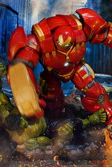 """Opps.. I'm sorry.."" (mickeyrdj) Tags: actionfigure ironman actionfigures marvellegends marvel marvelcomics avengers tonystark avenger hulkbuster acba avengersmovie ageofultron"