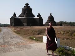 Lemyethna Paya, Mrauk U, Myanmar, 2016 (deemixx) Tags: temple burma myanmar buddhistmonk mrauku lemyethnapaya