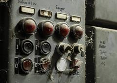Bedienung (maik.schloesser) Tags: old industry lost bed alt schlssel dirty dirt industrie strom spinnenweben schalter spinnen anzeige elektrik staub taster lostplace bedienung